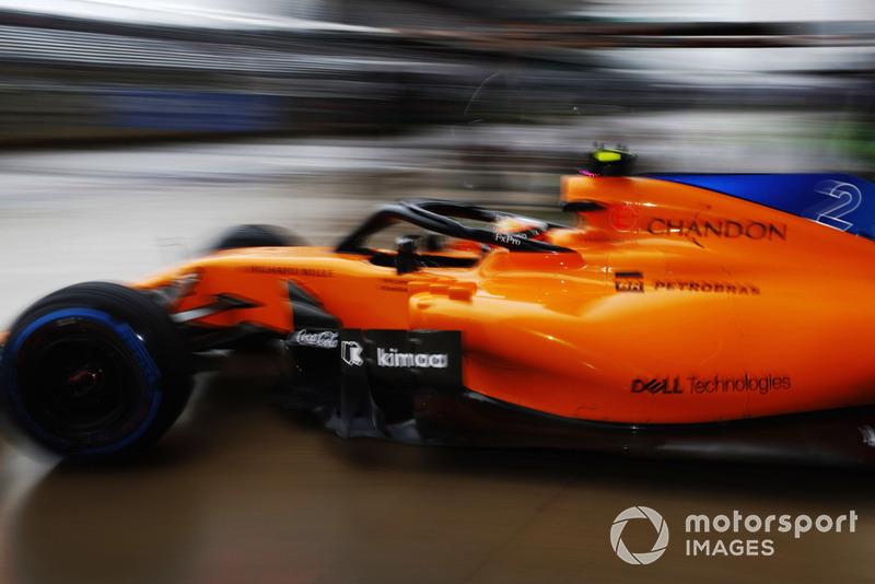 Stoffel Vandoorne, McLaren MCL33, lascia i box