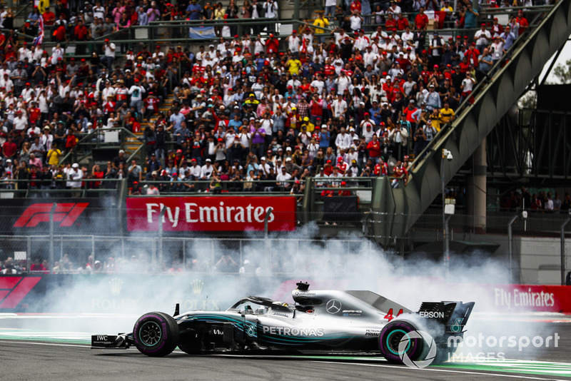 Lewis Hamilton, Mercedes AMG F1, merayakan gelar juara dunia kelimanya