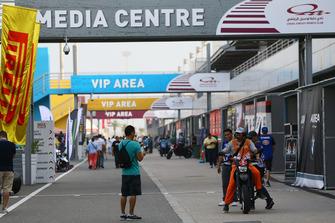 Boxengasse am Losail International Circuit in Katar