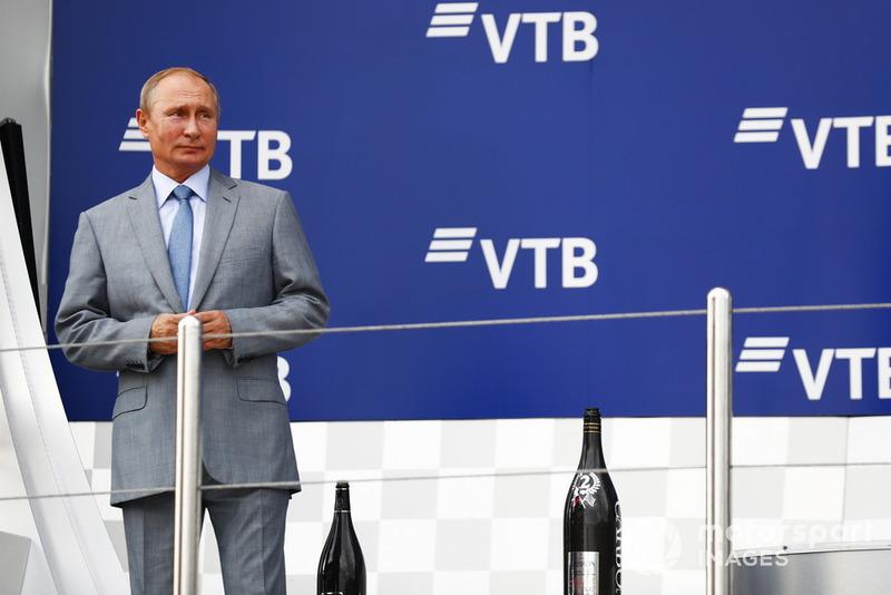 Vladimir Putin, Presidente della Russia, sul podio