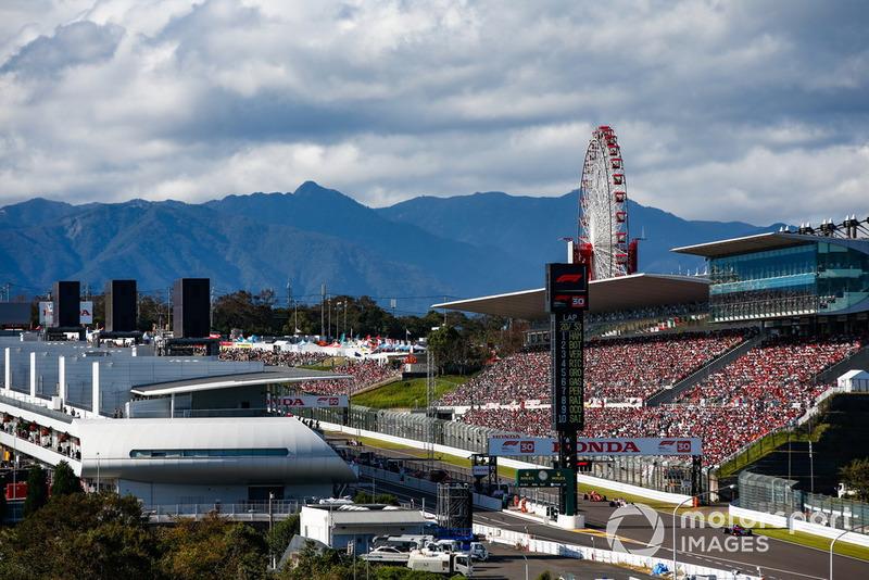 Pierre Gasly, Scuderia Toro Rosso STR13, precede Sergio Perez, Racing Point Force India VJM11, e Kimi Raikkonen, Ferrari SF71H