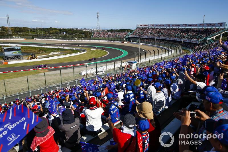 Pierre Gasly, Scuderia Toro Rosso STR13, devant Brendon Hartley, Toro Rosso STR13