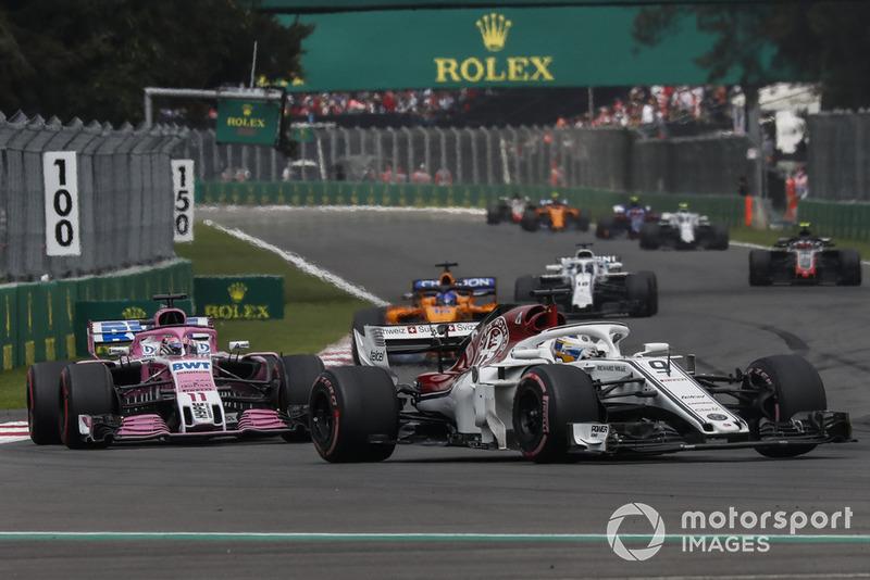Marcus Ericsson, Sauber C37 y Esteban Ocon, Racing Point Force India VJM11