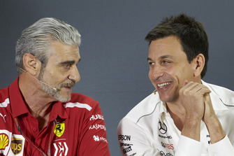 Керівник Ferrari Мауріціо Аррівабен, керівник Mercedes AMG Тото Вольфф