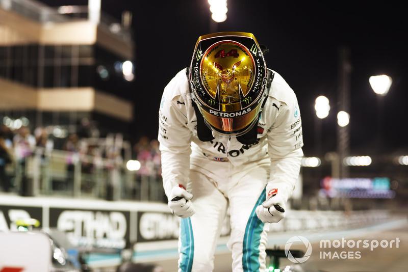 Льюіс Хемілтон, Mercedes AMG F1, святкує поул-позицію