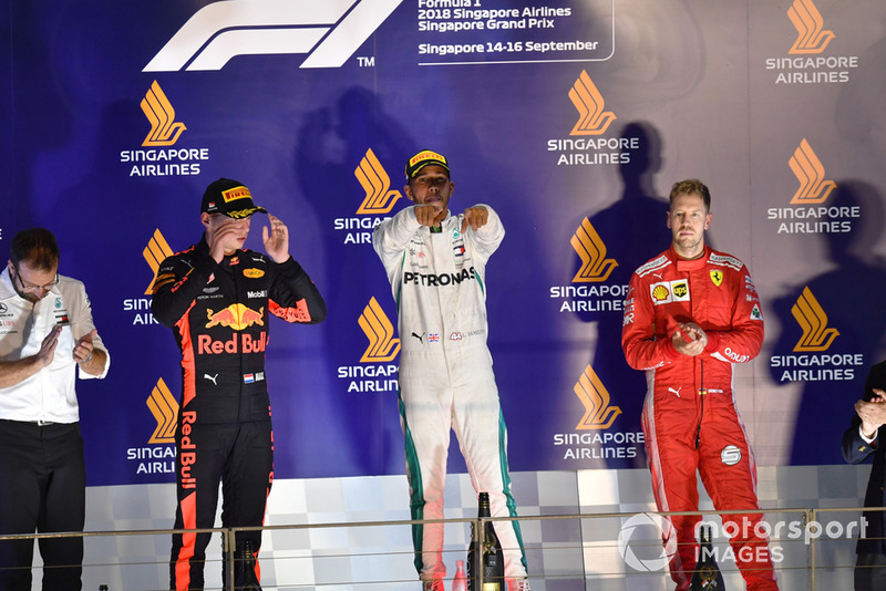 Podio: Max Verstappen, Red Bull Racing, Lewis Hamilton, Mercedes AMG F1 y Sebastian Vettel, Ferrari celebra