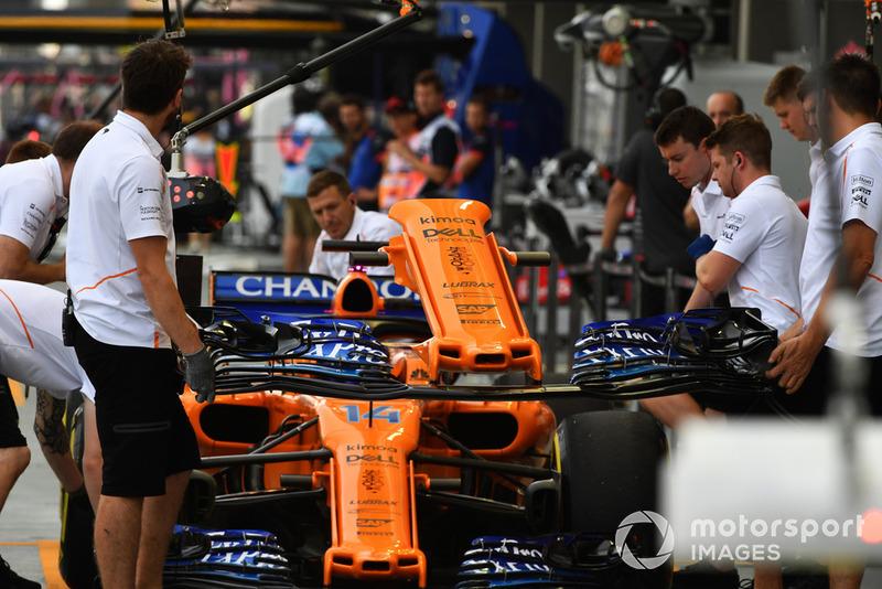 Cambio de morro coche Fernando Alonso, McLaren MCL33