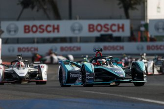 Mitch Evans, Panasonic Jaguar Racing, Jaguar I-Type 3 leads Felipe Nasr, GEOX Dragon Racing, Penske EV-3