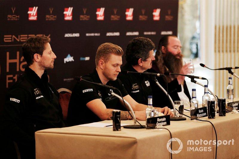 Romain Grosjean, Equipo Haas F1, Kevin Magnussen, Equipo Haas F1, Guenther Steiner, Director del equipo, Haas F1, William Storey, Director Ejecutivo de Rich Energy en la Conferencia de Prensa
