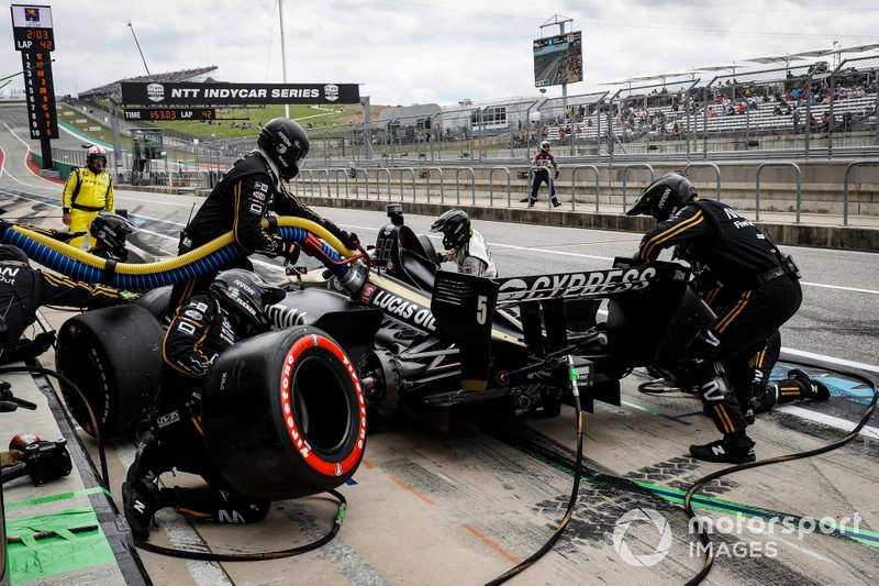 Pit stop for James Hinchcliffe's Arrow SPM-Honda.