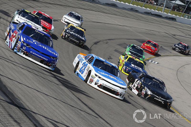 Brendan Gaughan, Richard Childress Racing Chevrolet, Spencer Gallagher, GMS Racing Chevrolet, Justin Yeley, TriStar Motorsports Toyota