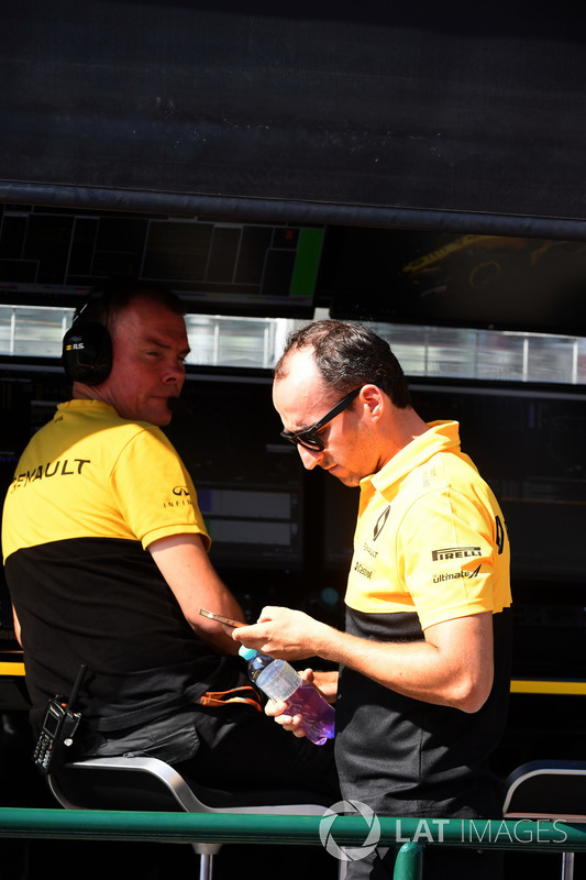 Alan Permane, Renault Sport F1 Team Race Engineer Robert Kubica, Renault Sport F1 Team