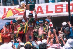 Победитель Карлос Рейтеман, Ferrari, второе место – Джеймс Хант, McLaren Ford, третье место – Ники Лауда, Ferrari, и Эмерсон Фиттипальди