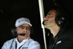 Mike Hull, Chip Ganassi Racing Managing Director, Dario Franchitti