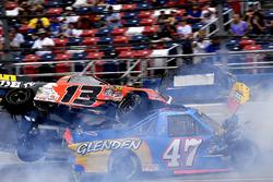 Cody Coughlin, ThorSport Racing Toyota and Chris Fontaine, Glenden Enterprises Toyota Tundra, crash