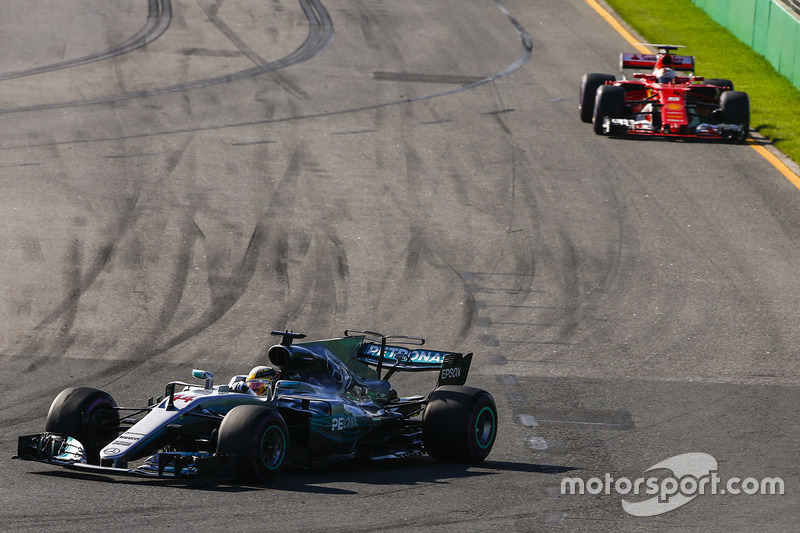 Lewis Hamilton, Mercedes AMG F1 W08, y Sebastian Vettel, Ferrari SF70H