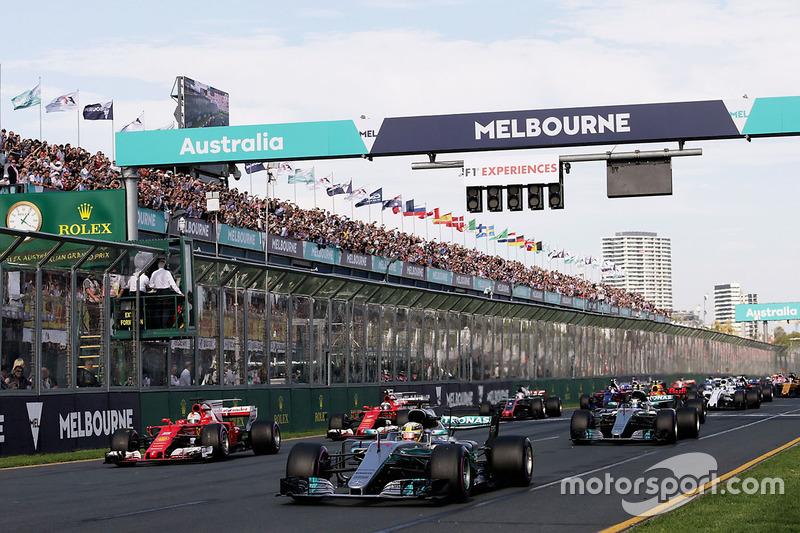 Lewis Hamilton, Mercedes AMG F1 W08 memimpin selepas start
