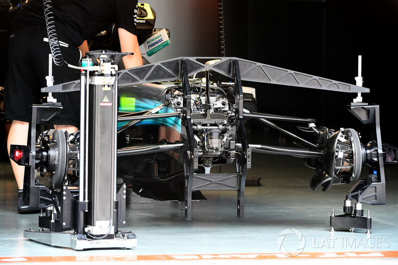 Mercedes-Benz F1 W08  front suspension and chassis detail