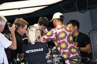 Lewis Hamilton, Mercedes AMG F1, garage guests