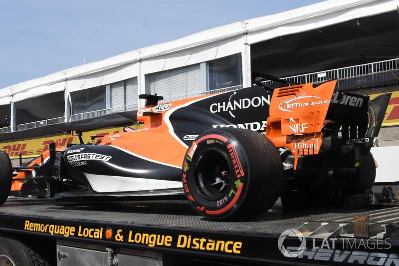 Bergung des Autos von Fernando Alonso, McLaren MCL32