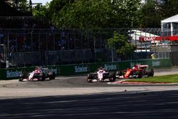 Esteban Ocon, Sahara Force India VJM10, Sergio Perez, Sahara Force India VJM10 and Sebastian Vettel, Ferrari SF70H battle