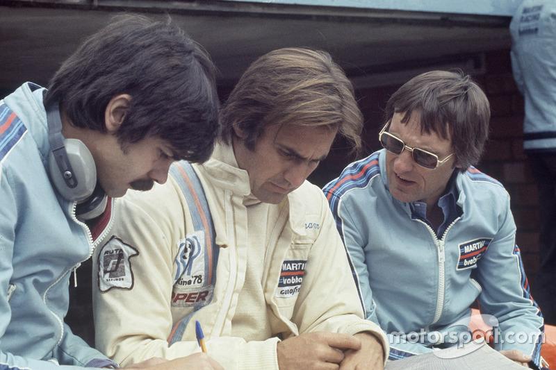 Carlos Reutemann, Brabham BT44B-Ford, mit Gordon Murray, Brabham, Chefdesigner, und Bernie Ecclestone, Brabham, Teambesitzer