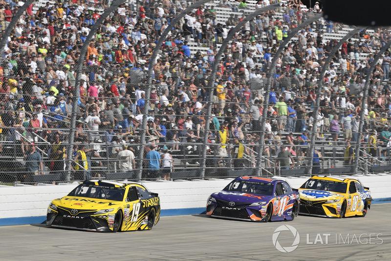Daniel Suárez, Joe Gibbs Racing, Toyota;, Denny Hamlin, Joe Gibbs Racing, Toyota; Kyle Busch, Joe Gi