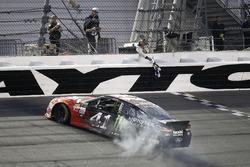 Race winner Kurt Busch, Stewart-Haas Racing Ford celebrate