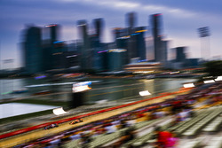 Carlos Sainz Jr., Scuderia Toro Rosso STR12, Stoffel Vandoorne, McLaren MCL32