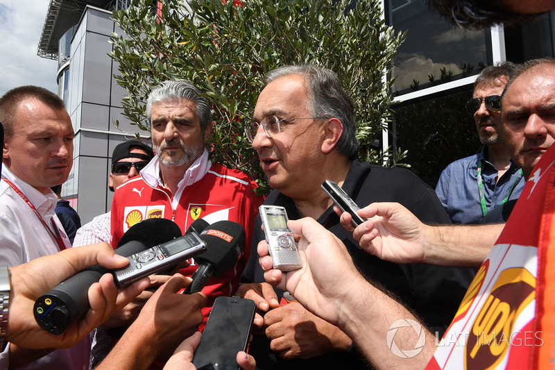 Мауріціо Аррівабене, керівник Ferrari, Серджіо Маркіонне, генеральний директор FIAT