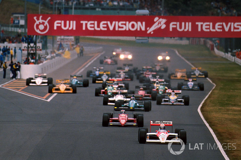 Старт: Алан Прост лідирує на McLaren MP4/4