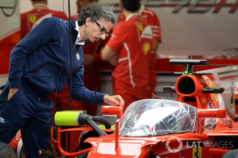 Laurent Mekies, FIA-Sicherheitschef, am Ferrari SF70-H mit Cockpitschutz Shield
