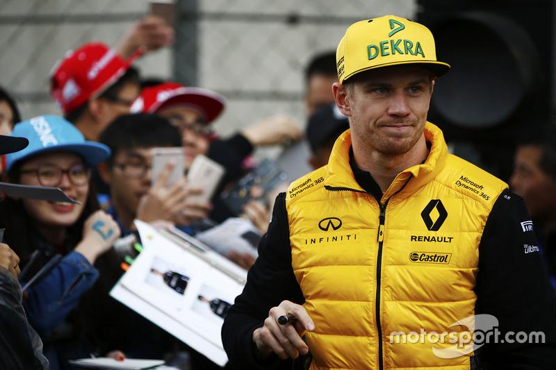 Nico Hulkenberg, Renault Sport F1 Team, con los fans