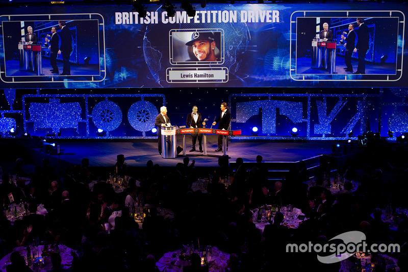 Nick Hamilton accepta el piloto del año de British Competition en lugar de su hermano, Lewis Hamilton