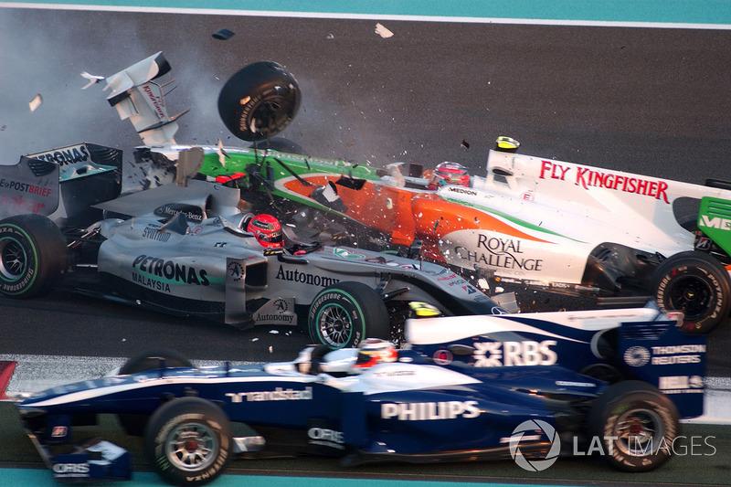 Choque de Michael Schumacher, Mercedes GP MGP W01, Vitantonio Liuzzi, Force India VJM03