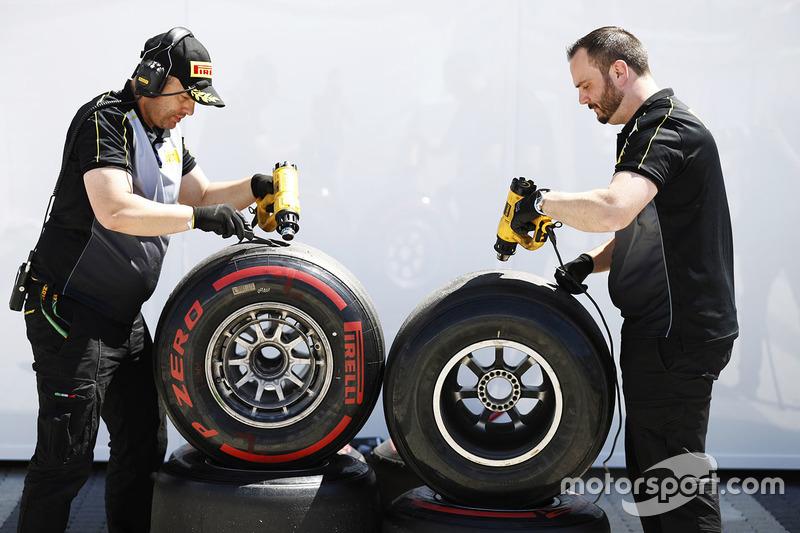 Гран Прі Росії. Інженери Pirelli працюють із шинами