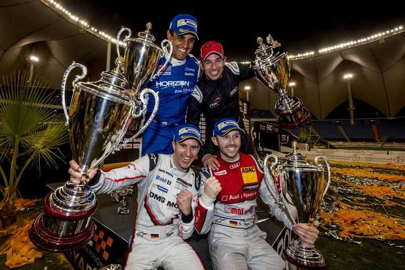 Podium: winnaars Timo Bernhard, René Rast en de nummers twee Juan Pablo Montoya en Helio Castroneves