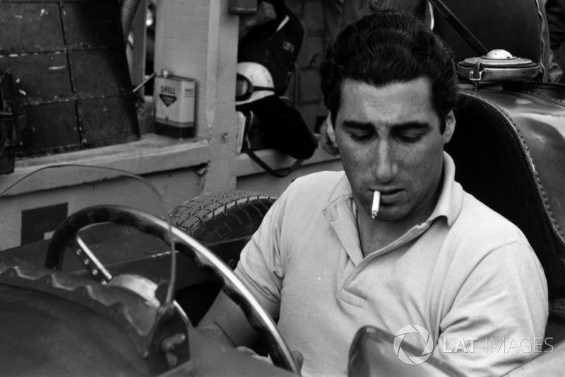 GP de Argentina 1957 - El español Alfonso de Portago y otros ocho pilotos disputaron el que era el gran premio número 50 de Ferrari en Fórmula 1. Llevan más de 900.