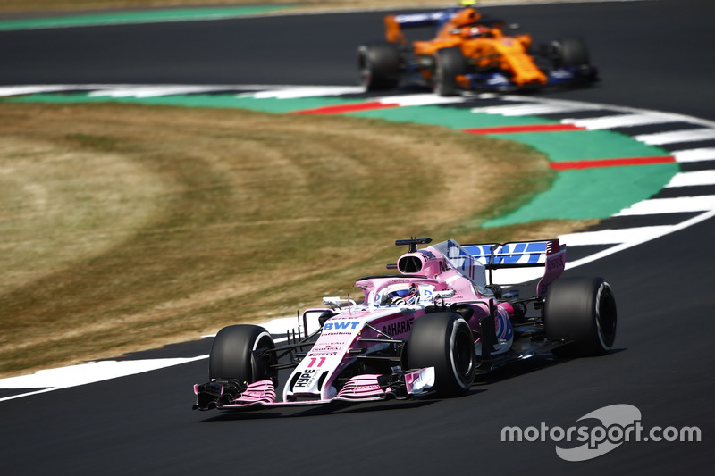 Sergio Perez, Force India VJM11, leads Stoffel Vandoorne, McLaren MCL33