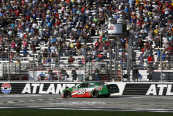 Kevin Harvick, Stewart-Haas Racing with Biagi-Denbeste Racing, Hunt Brothers Pizza Ford Mustang takes the checkered flag