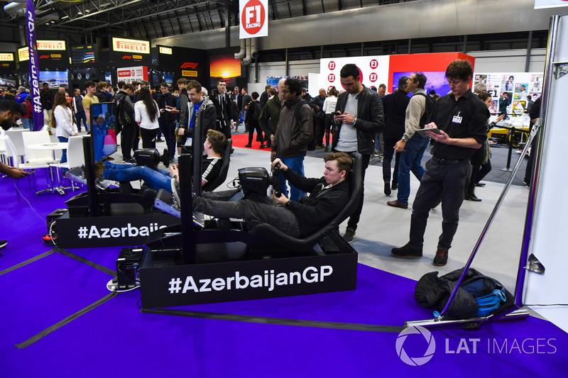 Fans race on simulators
