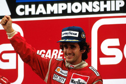 Podium : le vainqueur Alain Prost, McLaren
