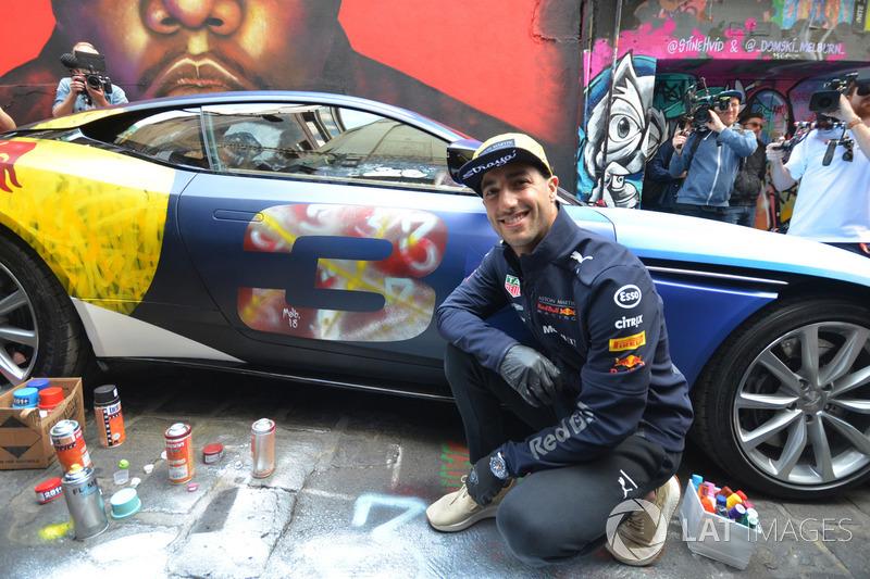 Гран Прі Австралії: Даніель Ріккардо, Red Bull Racing, і розмальований Aston Martin