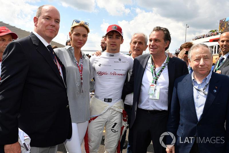 Charles Leclerc, Sauber, in grglia con HSH Principe Alberto di Monaco, la Principessa Charlene di Monaco, e Jean Todt, Presidente FIA
