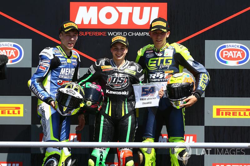 Podium: ganadora, Ana Carrasco, segundo, Borja Sanchez, tercero, KevinSabatucci