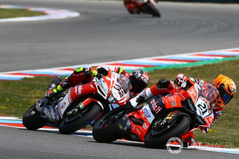 Michael Ruben Rinaldi, Aruba.it Racing-Ducati SBK Team, Lorenzo Savadori, Milwaukee Aprilia