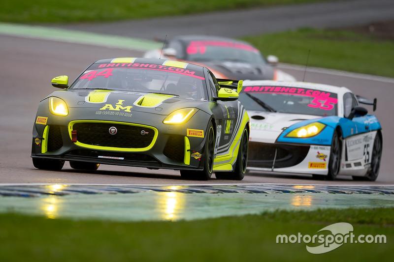 44 Invictus Games Racing Jaguar F-TYPE SVR GT4: Steve McCulley ...