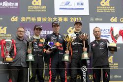 Подіум: Переможець Ден Тіктем, Motopark with VEB, Dallara Volkswagen, друге місце Ландо Норріс Carlin, Dallara Volkswagen, третє місце Ральф Арон, Van Amersfoort Racing, Dallara Mercedes, Timo Rimpfkeil, Motopark