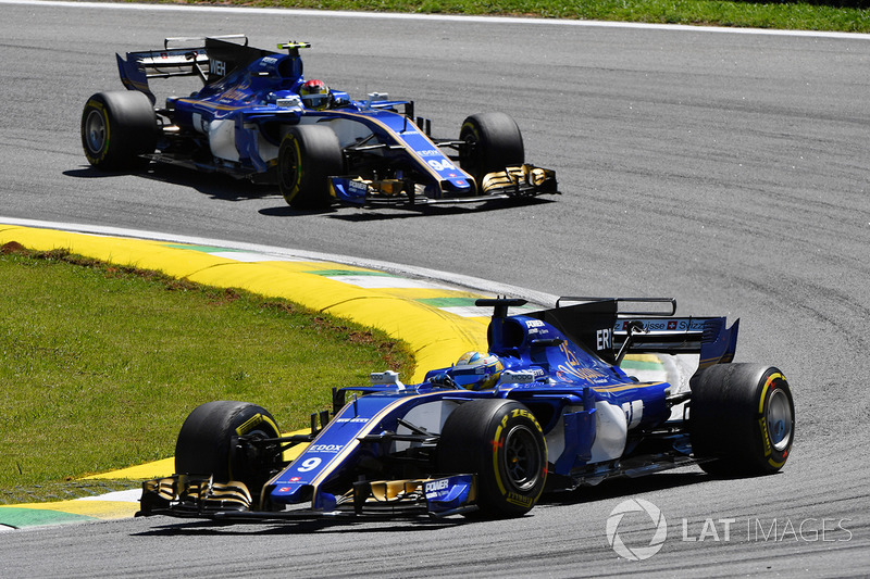 Marcus Ericsson, Sauber C36 ve Pascal Wehrlein, Sauber C36