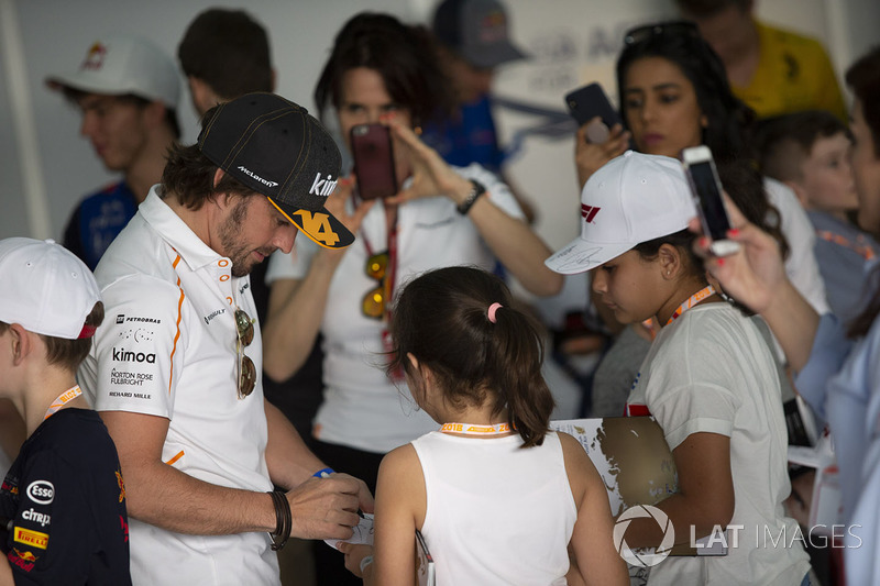Fernando Alonso, McLaren and grid kis on the drivers parade